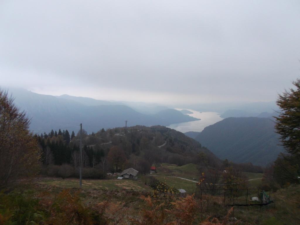 Alpe Quaggione, im Hintergrund der Ortasee